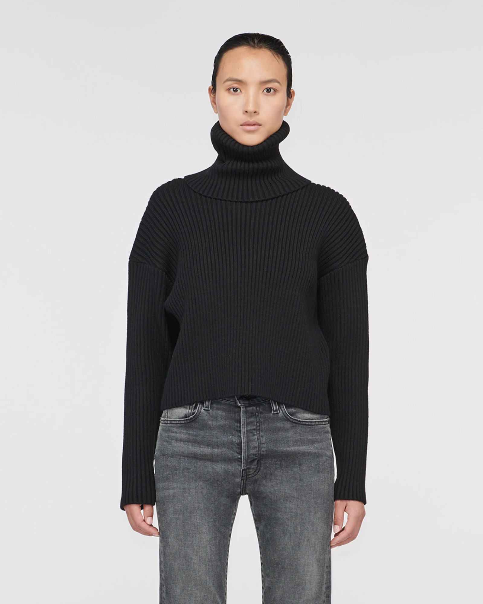 """RODEO"" CROPPED TURTLE NECK SWEATER BLACK"
